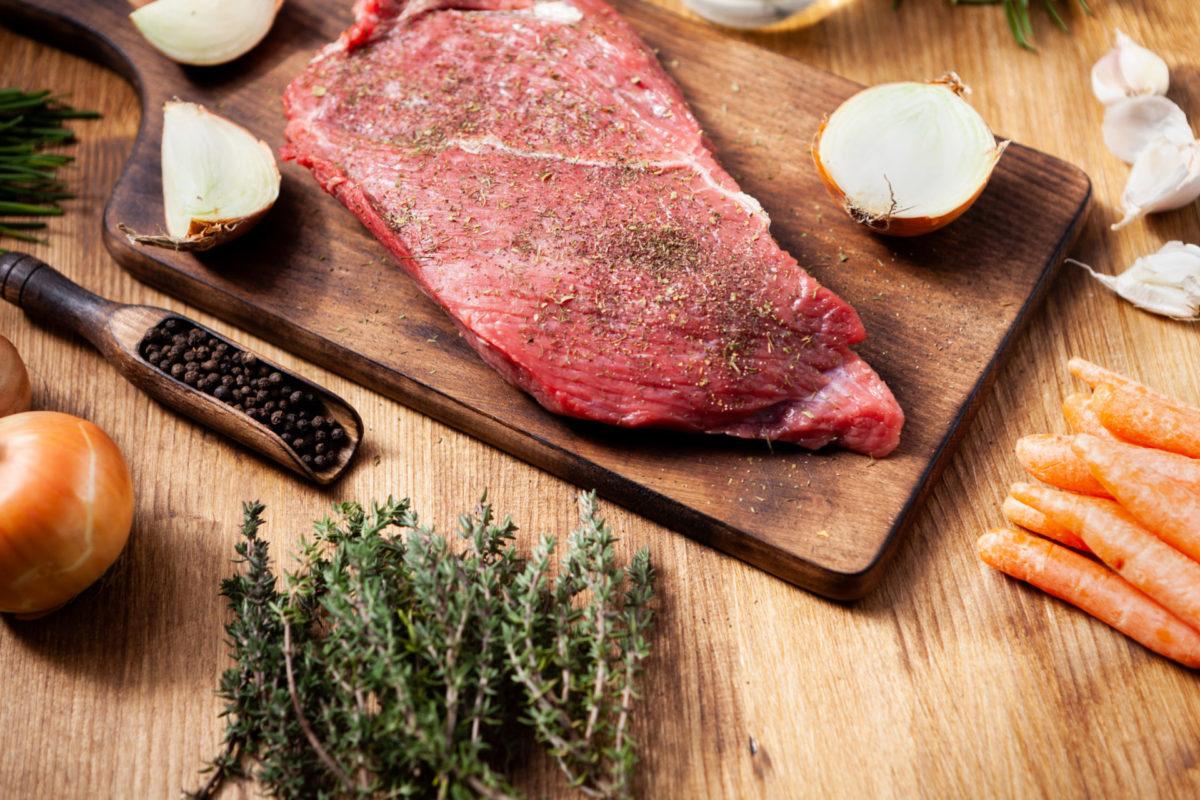 Pihviä ja vihanneksia